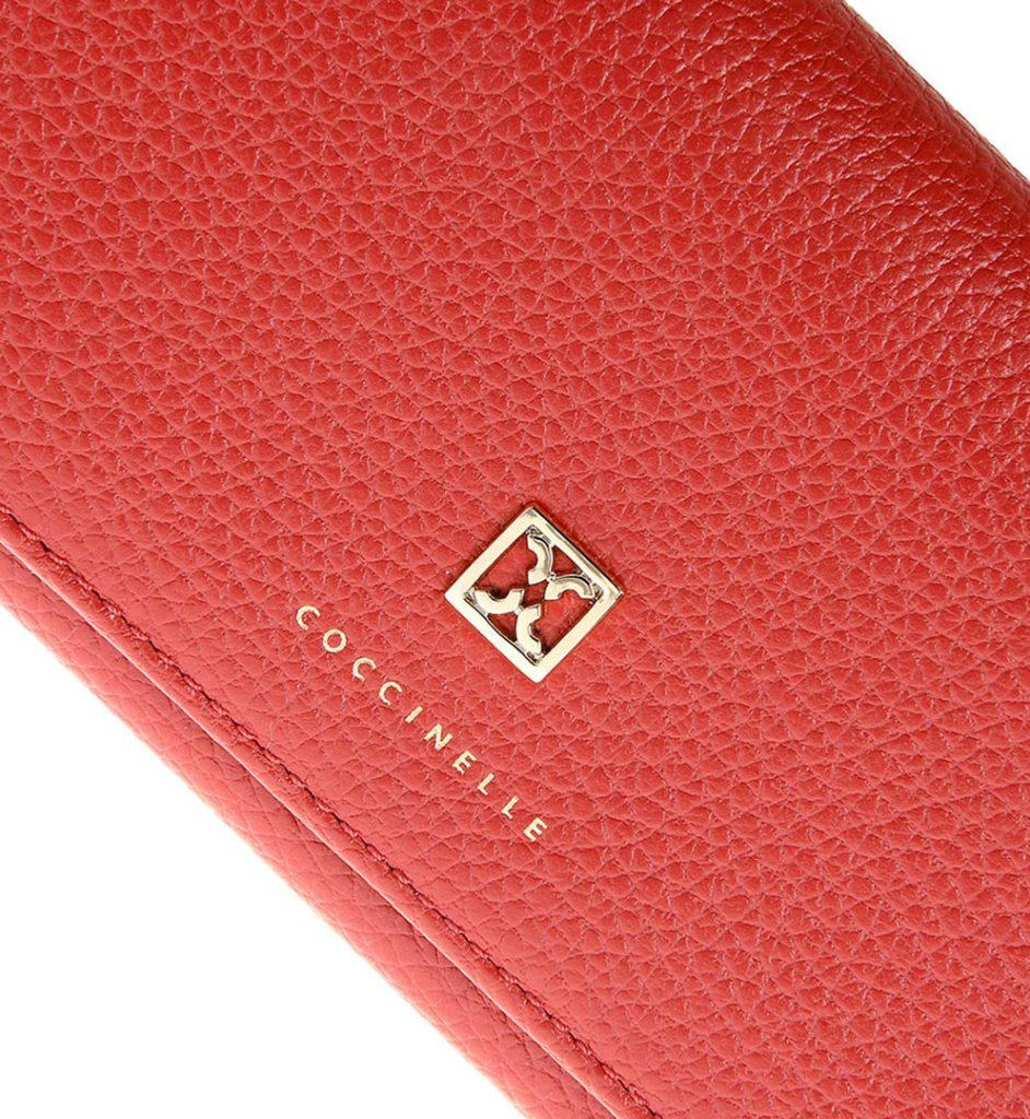 Portofel piele rosie cu logo metalic auriu aplicat